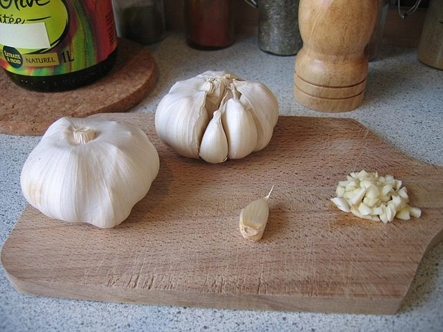 Superfoods for ADHD Garlic
